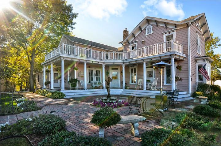 The Bird House Inn Bed & Breakfast Hotel